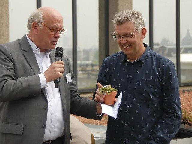 De heer Ad van Vugt (AIN) links en Prof. Michel Haring (UvA) rechts.